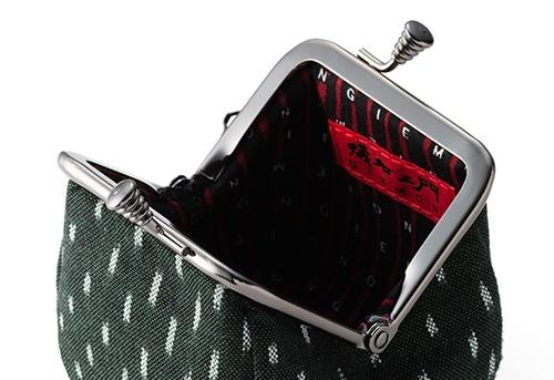 財布の中にある儀右エ門のブランドロゴ