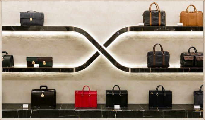 ココマイスター名古屋栄店の店内鞄展示スペース