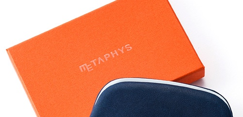METAPHYSのロゴが入った箱