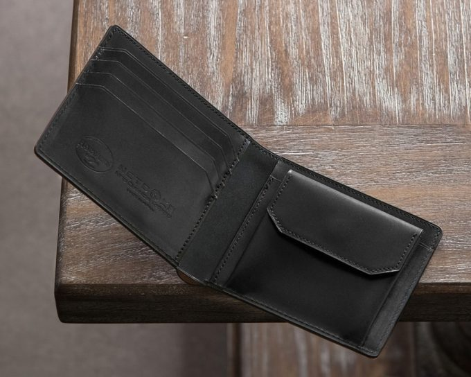 シェルコードバン二つ折り財布の内装