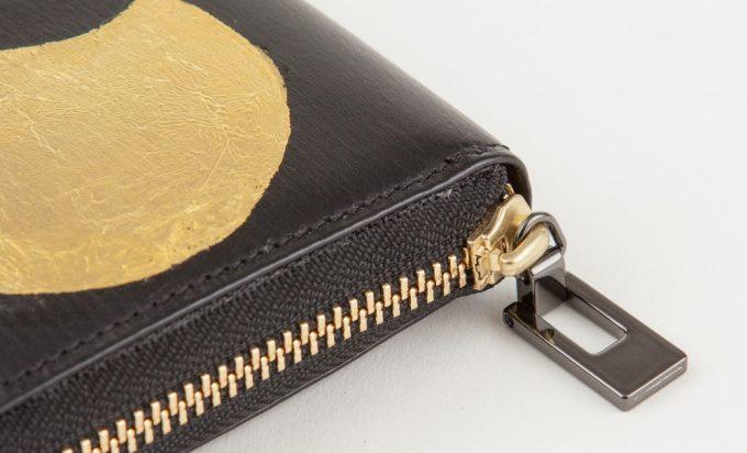 カモンドのラウンドジップ長財布のジップ部