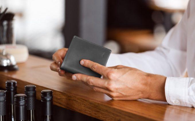 キャッシュレス社会に便利な薄くて小さい二つ折り財布