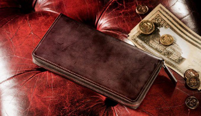 クラシカルなデザインのココマイスター革財布