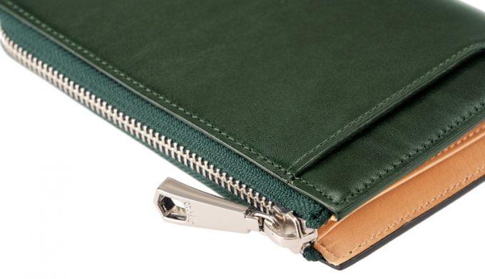 コンパクトな縦型L字ファスナー二つ折り財布