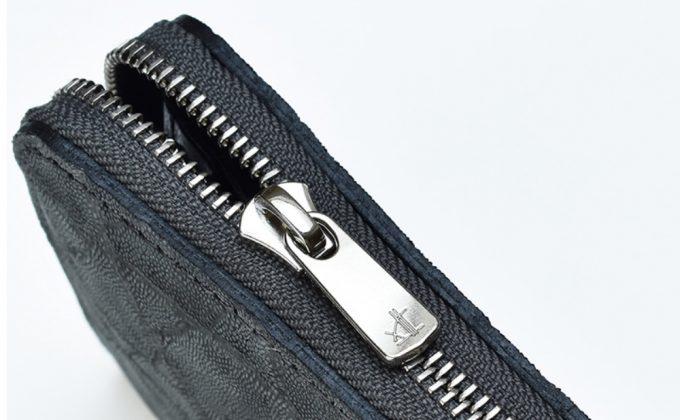 TAVARAT(タバラット)の財布のファスナートップとロゴ