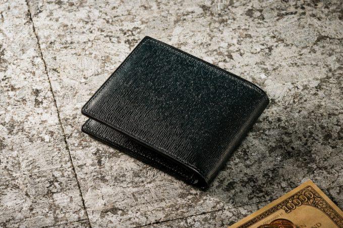 プルキャラック二つ折り財布限定カラー
