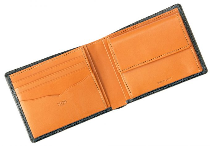 CYPRIS二つ折り財布の王道収納スタイルの内装