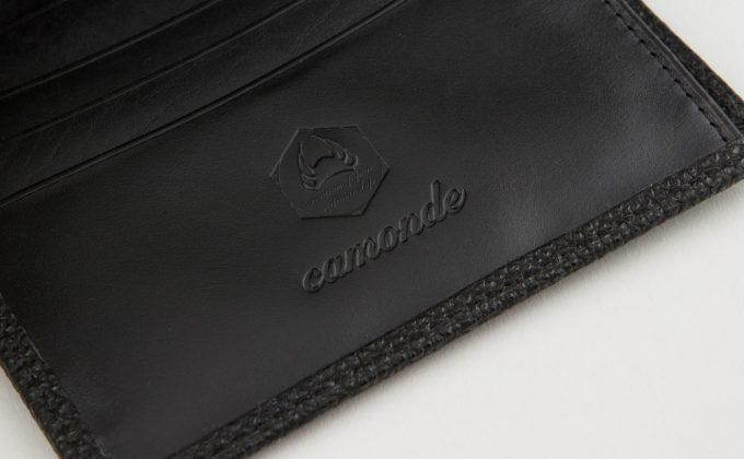 財布の型押しされたcamonde(カモンド)のロゴ