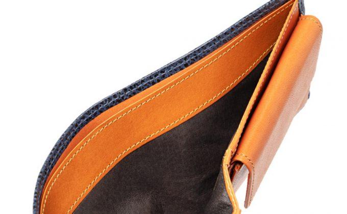 CYPRIS二つ折り財布カシューレザーの札入れ部