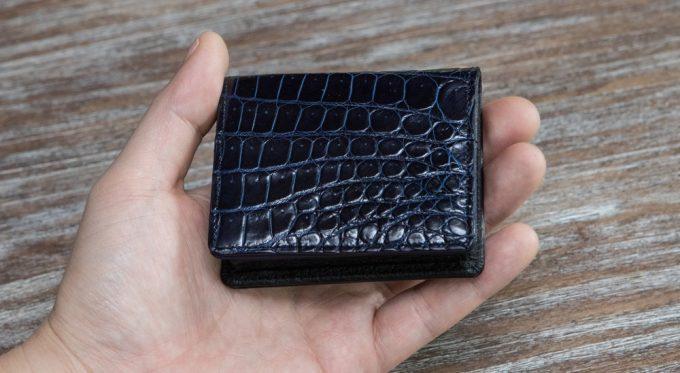 手のひらに収まるスクモクロコダイルコインケース