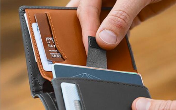 ベルロイ製の薄い財布
