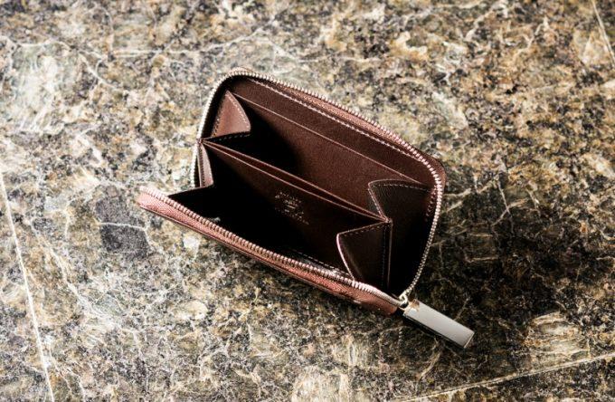 お札とカードも入るココマイスター製ラウンドファスナー小銭入れ