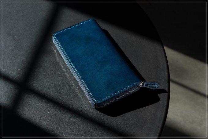 クレバレスコ・アニリン染めコードバンの財布(ブルー)