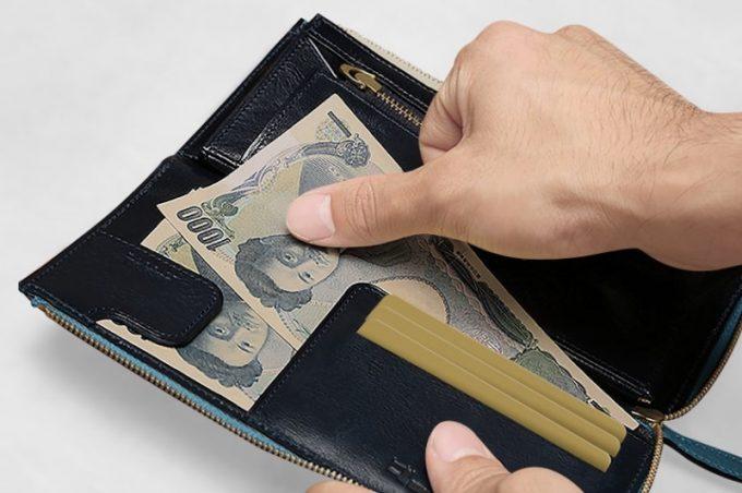 お札をとめるマネークリップとメインカードポケット