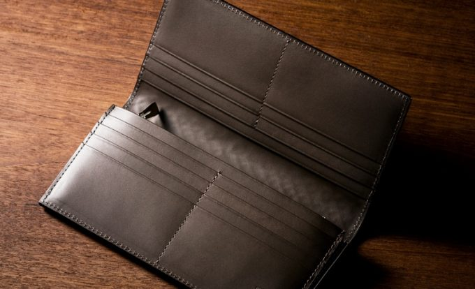 豊富なカードポケットを持つポンテマットーネ・クルトゥーラ