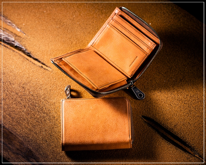 カルドミラージュシリーズの革財布