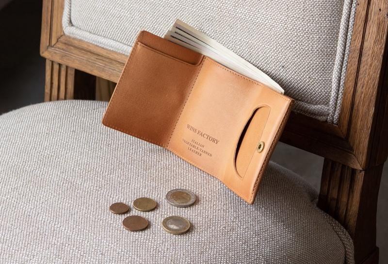 ウィンズファクトリー・三つ折り財布(スライド式小銭入れ付き)