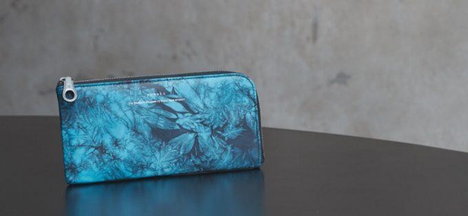 テーブルの上に置いてあるyuhakuの財布