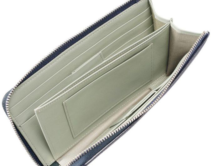 コンパクト長財布のシンプルな内装