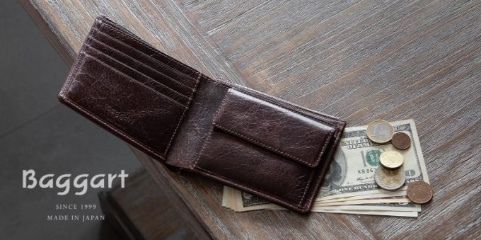 Baggart(バガート)のロゴと二つ折り財布