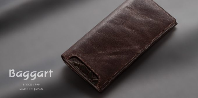 Baggart(バガート)のロゴと長財布