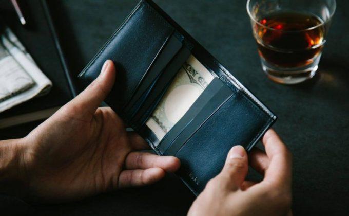 YEV122薄型二つ折り財布の左右対称のカードポケット