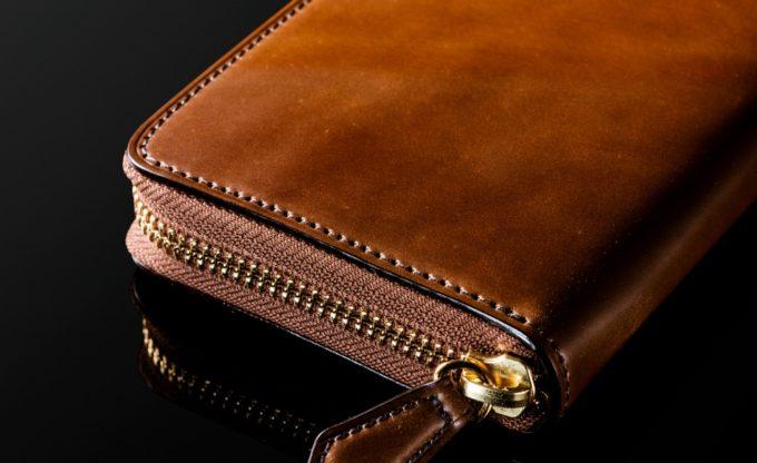 高級感のある艶を持つコードバンの財布