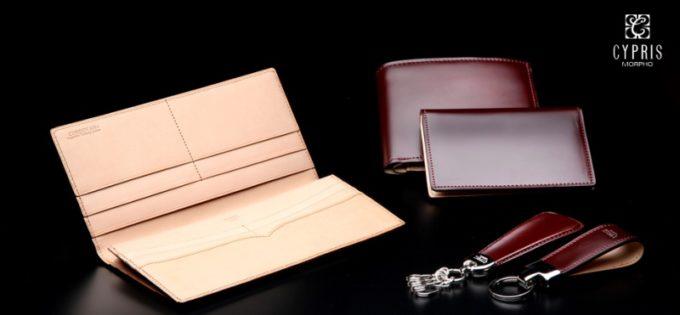 CYPRIS製の革財布各種と革小物とCYPRISのロゴ