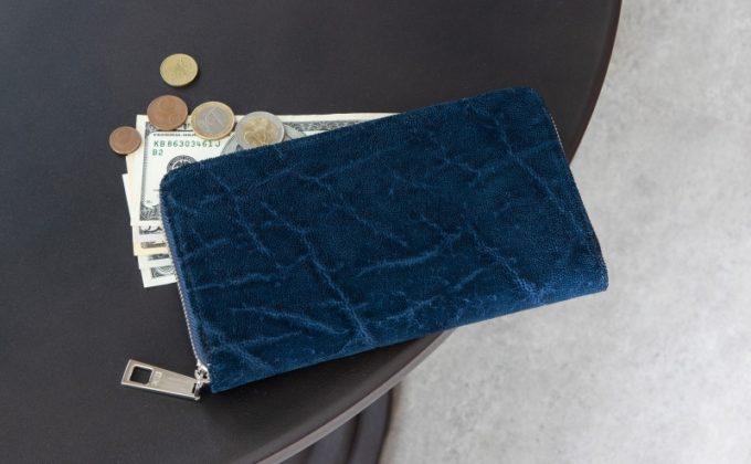 レザックの「オイルエレファントラウンドジップ長財布」インディゴカラー