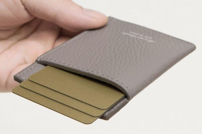 薄くて携帯性抜群のアドリアレザーマネークリップ&カードホルダー