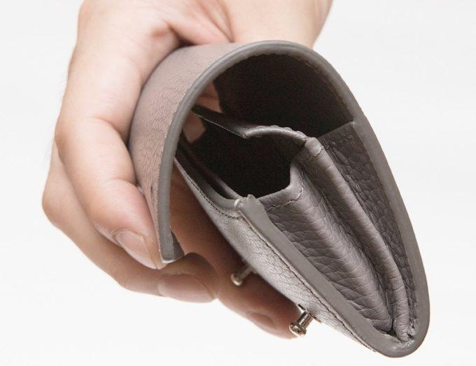 手に持つとお洒落なアドリアレザーミニ財布