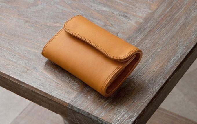 コロンと丸いフォルムがお洒落なWホック&Wステッチミニ財布