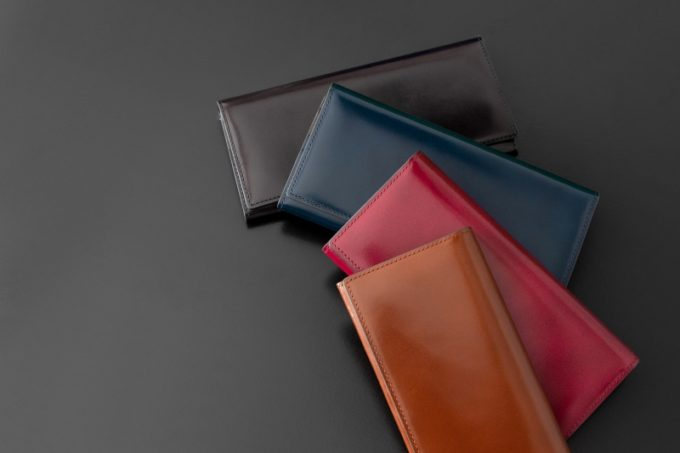 並べた各カラーのアーキライン長財布