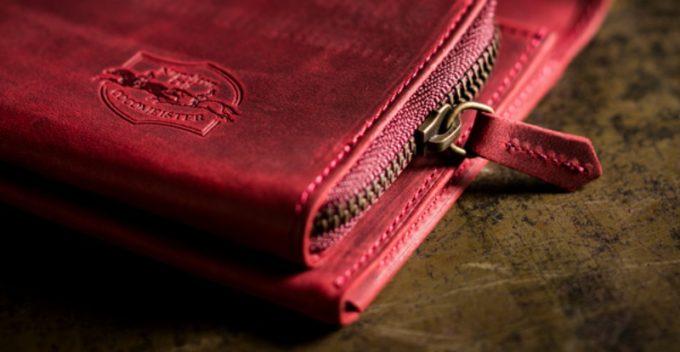 お洒落なロゴを持つ財布(ココマイスターナポレオンカーフの財布)