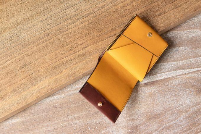 リスシオショート財布(ブラウン×イエローカラー)