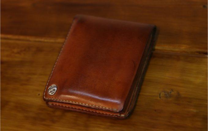 経年変化で味を増したMOTOの二つ折り財布