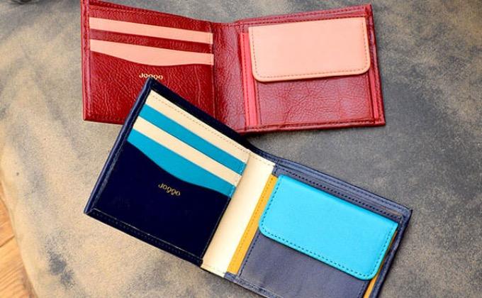 色違いのペアで持てる二つ折り財布
