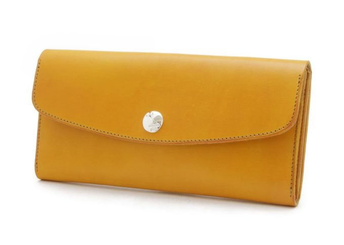 D(手染め)シリーズの黄色のかぶせ蓋長財布