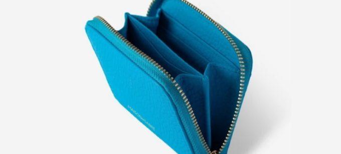 明るい色のミニ財布