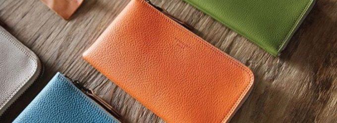 明るいアシッドオレンジカラーのL字ジップ長財布