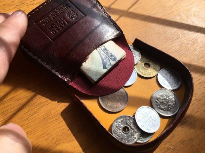 私が使っているタケオキクチ製の馬蹄型小銭入れ