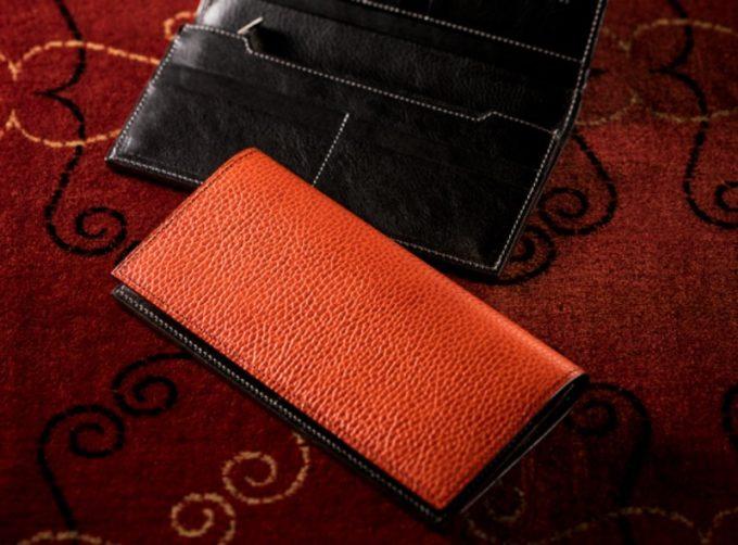 ロッソピエトラシリーズのオレンジカラーのV字マチ長財布