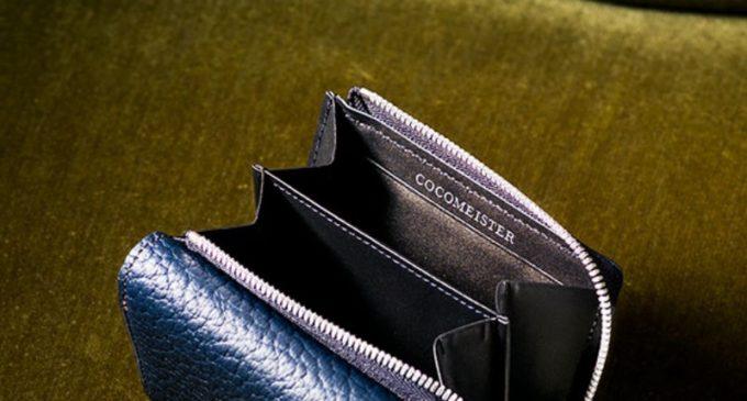 マットシュリンクシリーズの財布とココマイスターのブランドロゴ