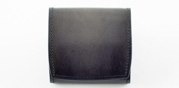 グレイカラーのコンパクト財布