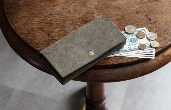 marume(マルメ)・Pueblo(プエブロ)のグレイカラーの長財布