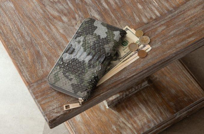 LE'SAC(レザック)・Python(パイソン)のグレイカラーの長財布