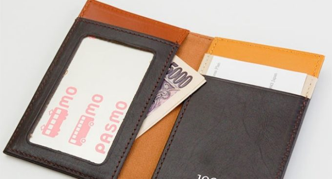お札を入れて財布として使っているパスケース