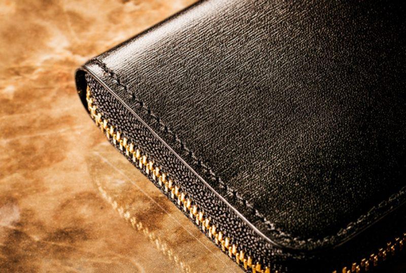 ココマイスターの黒のオススメ財布カシウスウォレットの外装