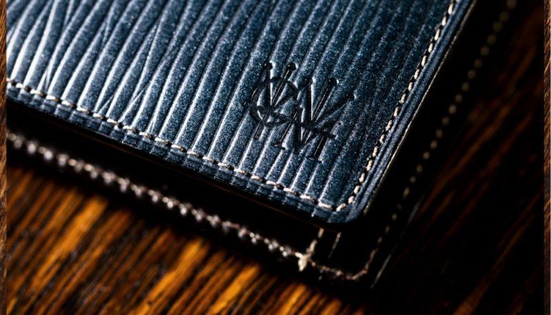 エンボス(凹凸・シボ)加工の革を使った財布