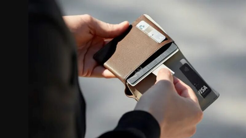 キャッシュレス社会で便利なカード収納の多い二つ折り財布